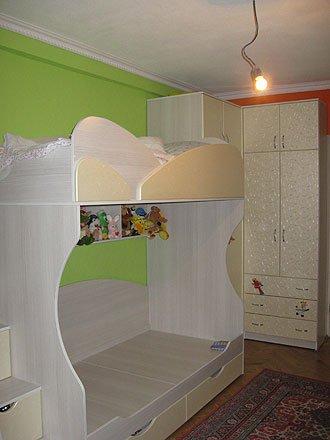 Детская комната с угловым распашным шкафом