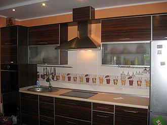 Кухня с ламинированного глянцевого ДСП
