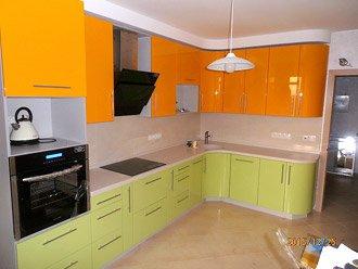 Оригинальная кухня в двух цветах