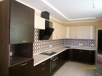 Шпонированная угловая кухня под заказ