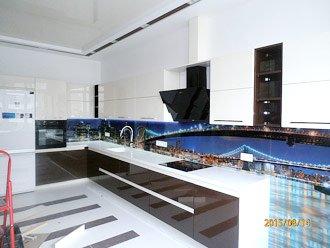 Угловая кухня из крашеного глянцевого мдф