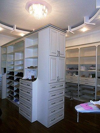 шкаф в комплекте с гардеробной комнатой