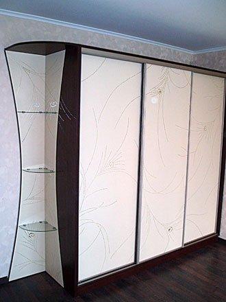 Шкаф с зеркальным рисунком